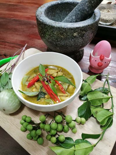 green-curry-on-line-cooking-pink-chili